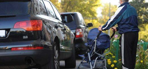 Автохамы во дворах паркуются на тротуарах и газонах. Вас это тоже бесит?