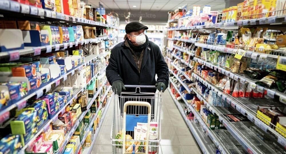 ЯжМужик в магазине скандалил на кассе из-за маски. Грустно смотреть на это.