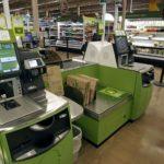 Сравниваю кассы самообслуживания в двух супермаркетах. Одними пользуюсь, вторые обхожу стороной.