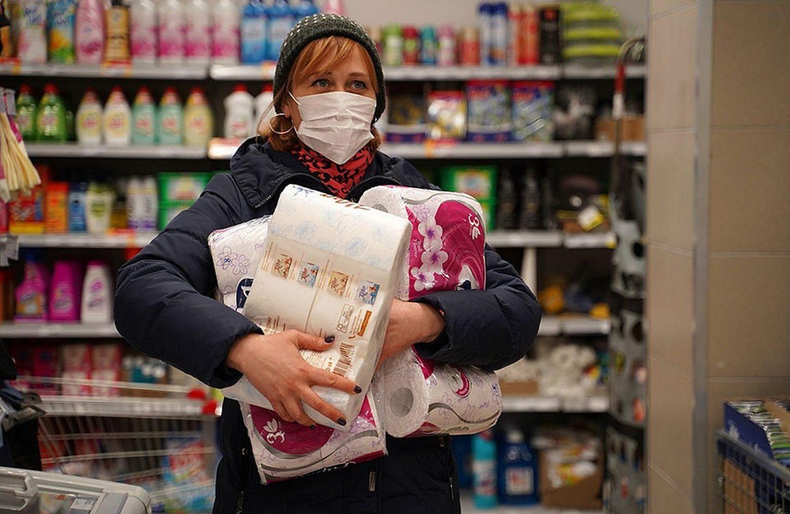 Женщина устроила скандал в магазине. Ее не пустили туда без маски.
